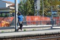 Man waiting for train (Pisa)
